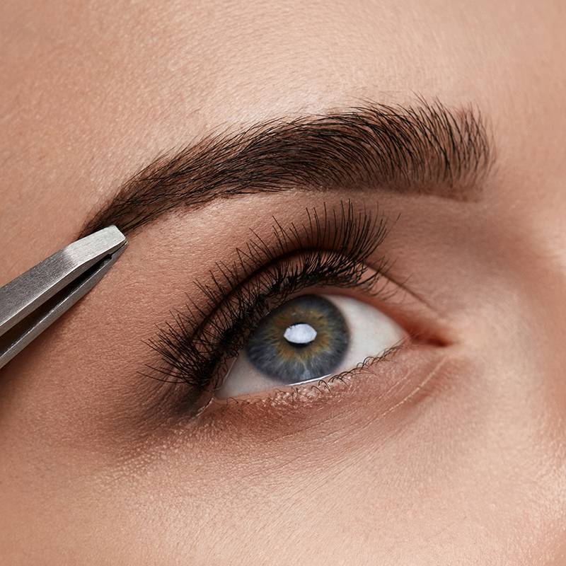 How to Tweeze Your Eyebrows Perfectly Every Time