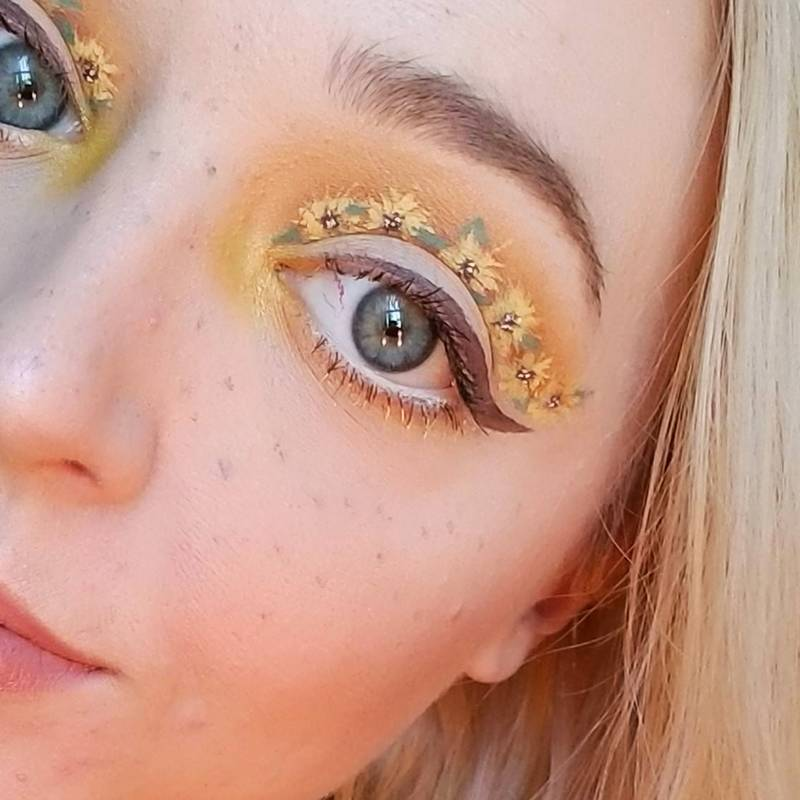 This Sunflower Cut Crease is About to Make Your Day So Much Brighter