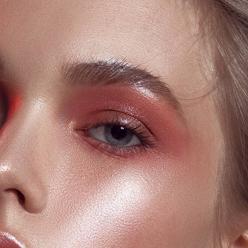 Expert Q&A: Help! I Have Oily Eyelids and My Makeup Doesn't Last