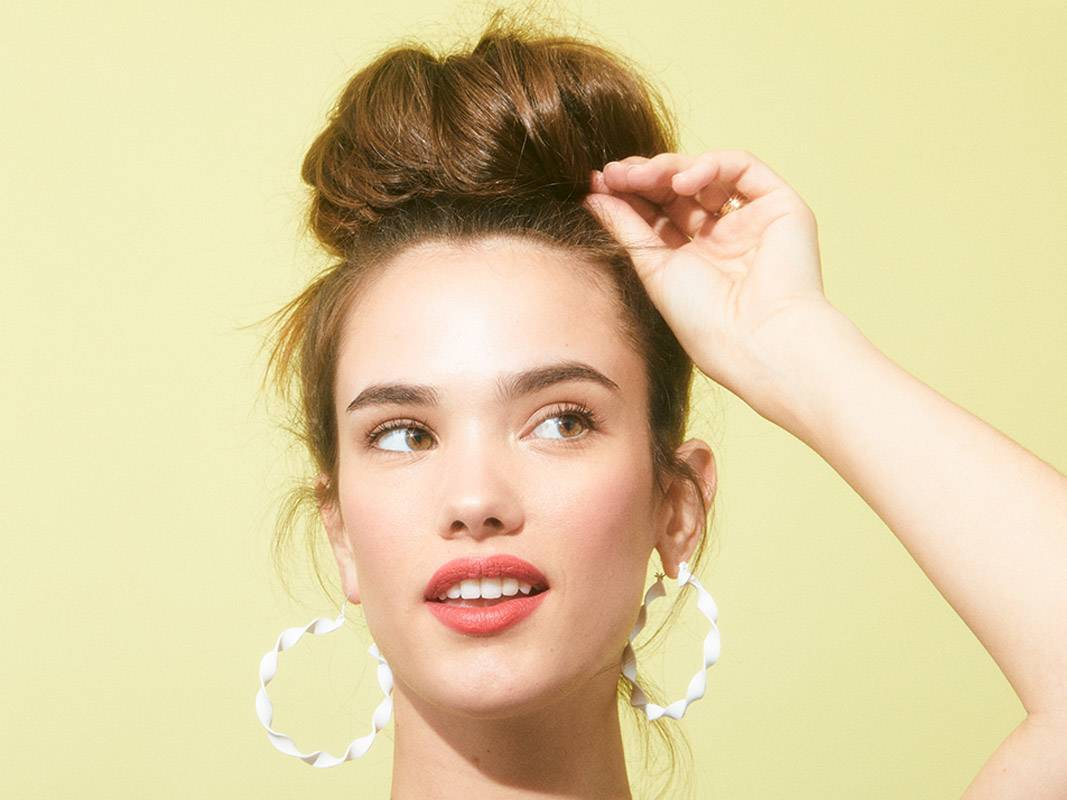 The Perfect Messy Bun in 3 Easy Steps