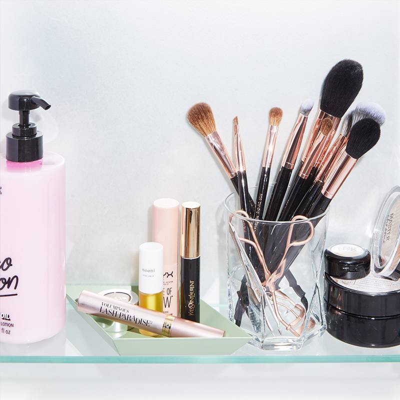 A Guide to Finding the Best Makeup Brush Holder for Your Personality