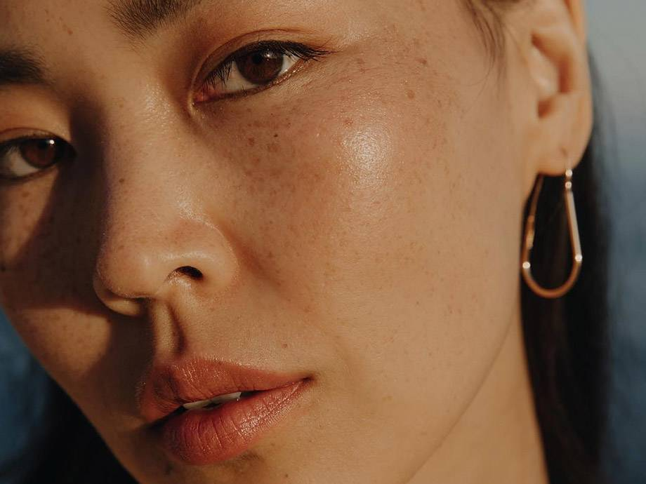 How to Master the Dewy, Glowy Look in 5 Steps Or Less