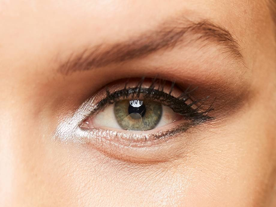 5 Makeup Experts Share Their Best Tips for Hooded Eyes