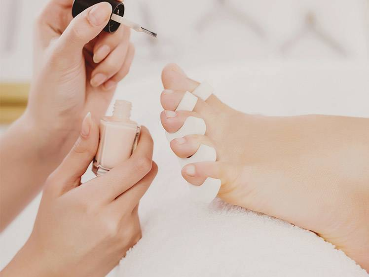 5 Simple Pedicure Designs You'll Actually Want to Try