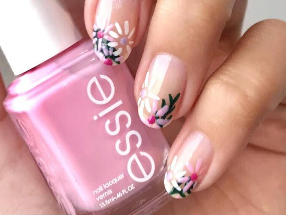 8 Floral Nail Art Looks That Work for Every Season