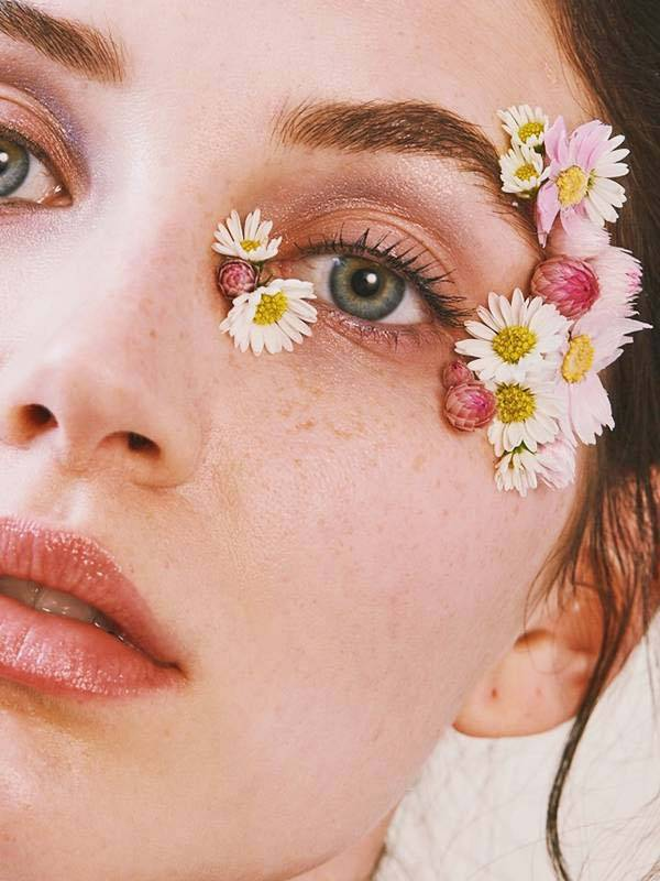 How To Wear Real Flowers On Your Eyes