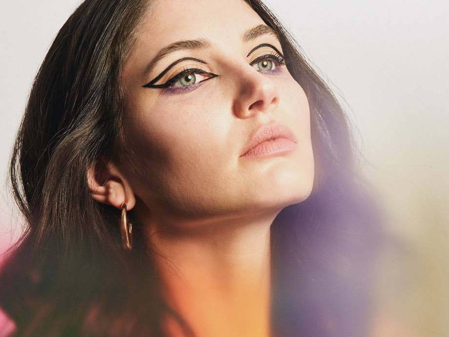 The Hollowed-Out Cat-Eye Liner Look To Try If You're Bored With Your Usual Wing