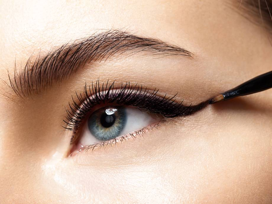 How to Apply a Cat Eye Depending on Your Eye Shape