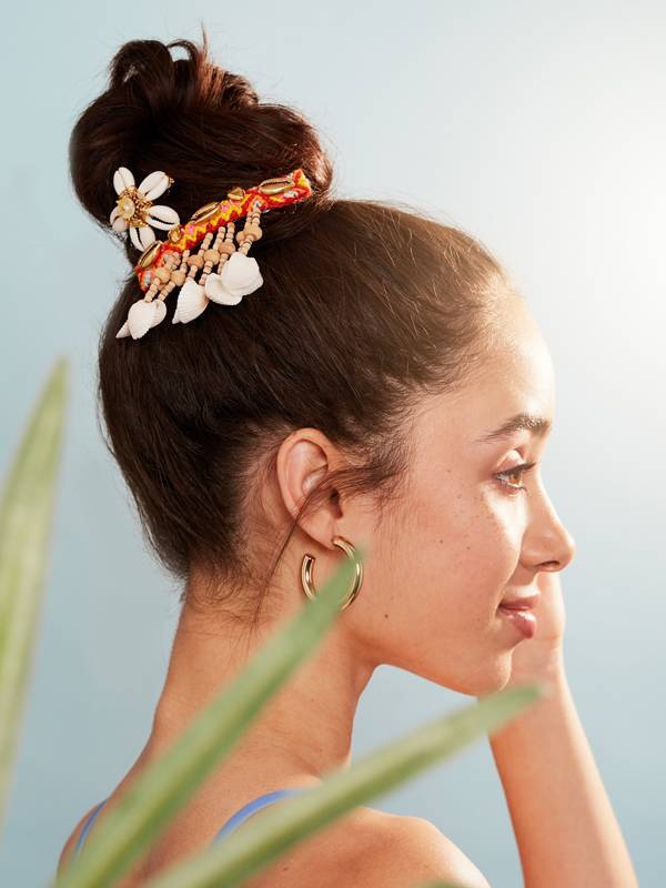 hair-accessories-for-the-beach
