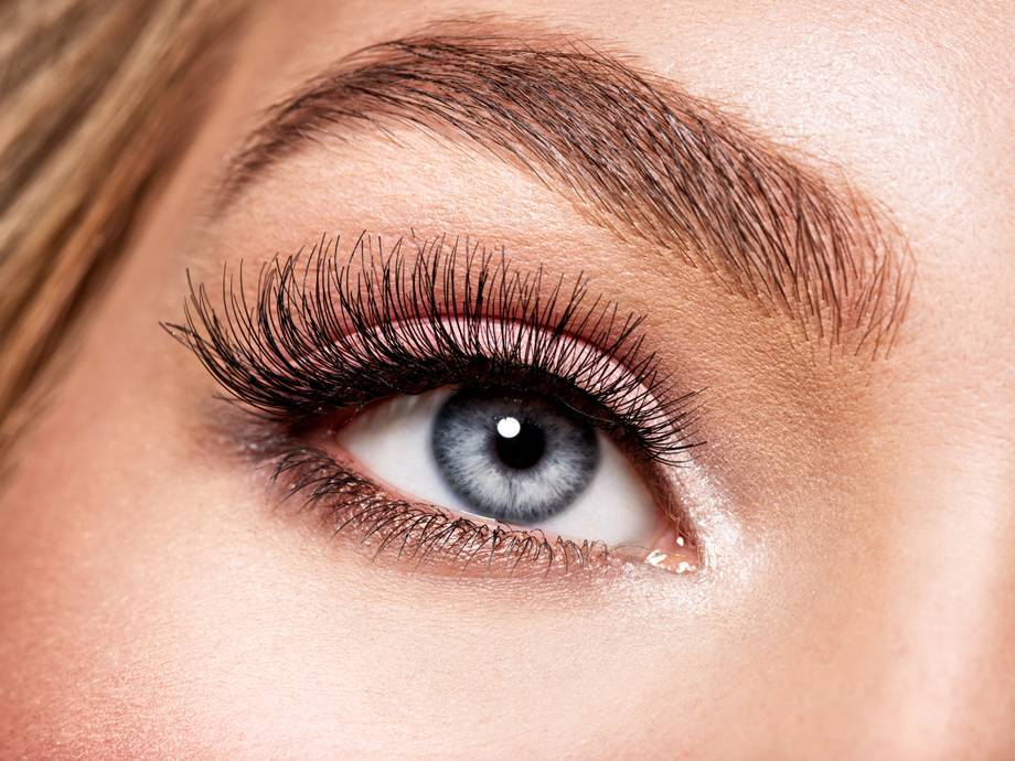 4 Water-Based Mascaras for Lash Extensions, Just In Case You Can't Resist