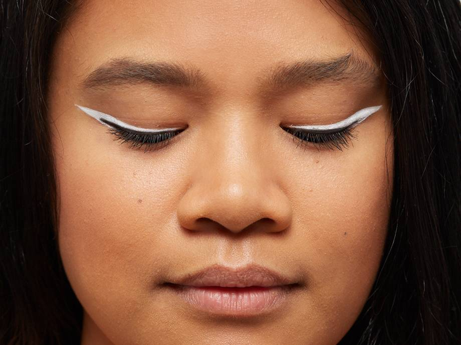 How to Apply Eyeliner Flawlessly, According to Pro Makeup Artists