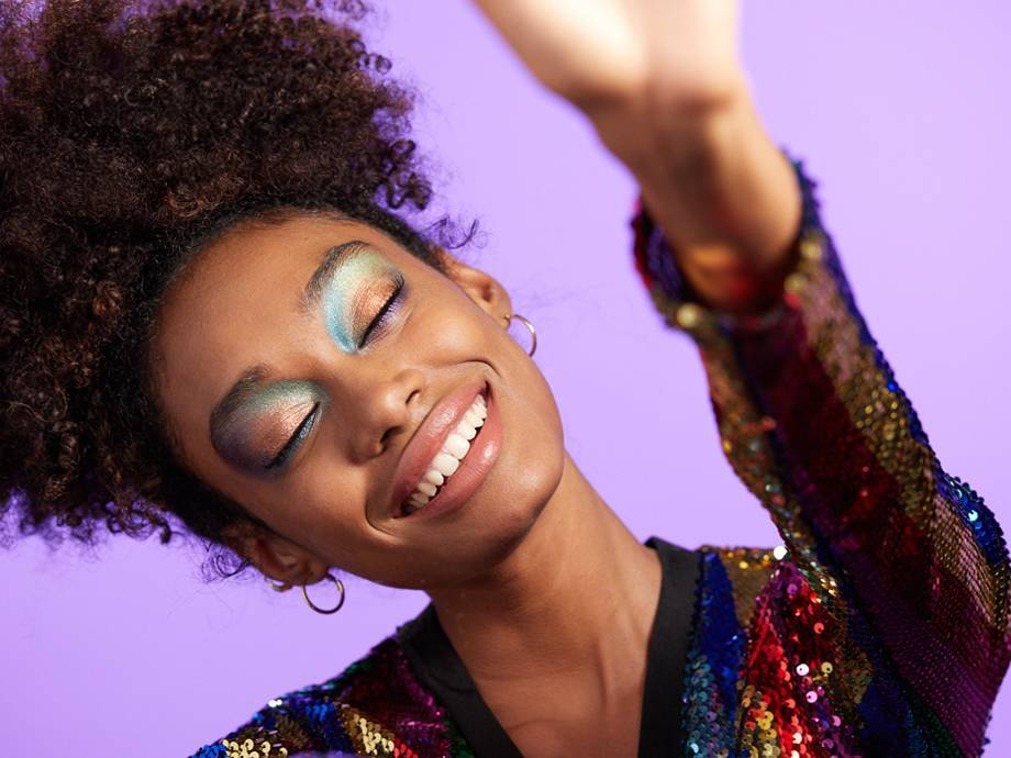 This Cosmic Eyeshadow Tutorial Is Out of This World