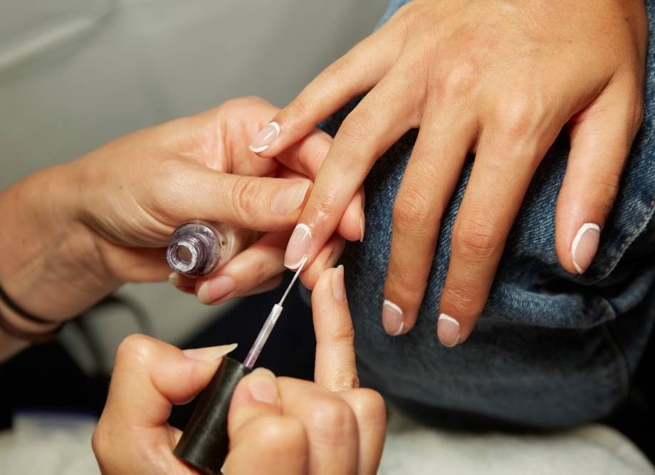We're Obsessing Over the Mod Manicures at KITH NYFW SS20 — Here's How to Recreate Them