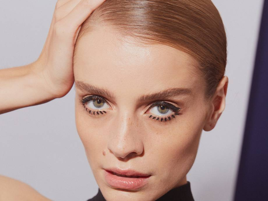 How to Get Modern Twiggy Makeup in Just Three Steps