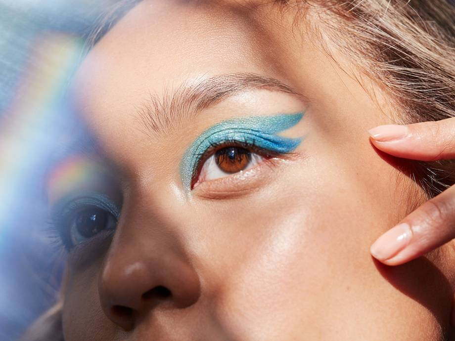 This Double-Wing Eyeshadow Look Is Totally Doable (With a Stencil!)