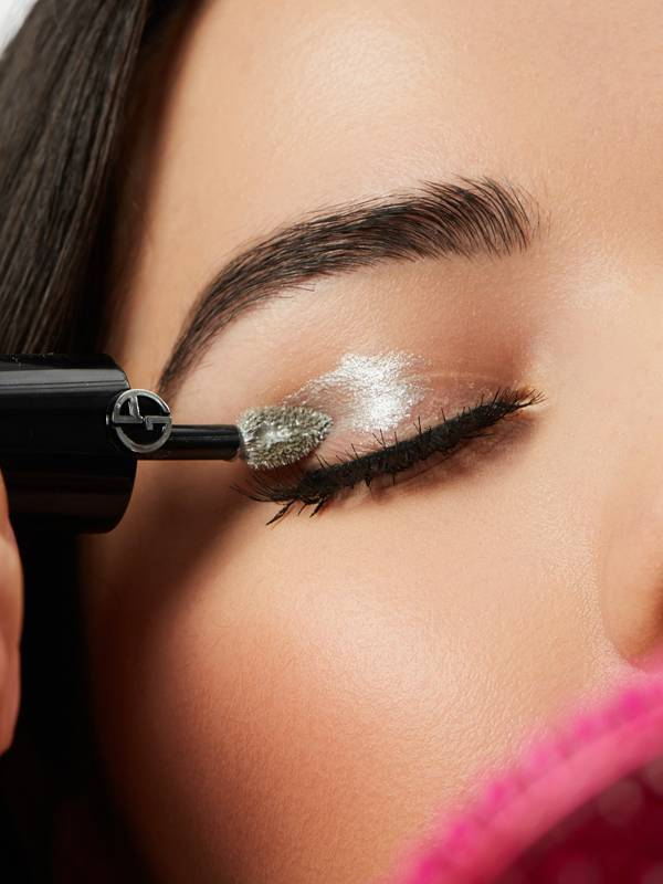 how-to-apply-liquid-eyeshadow