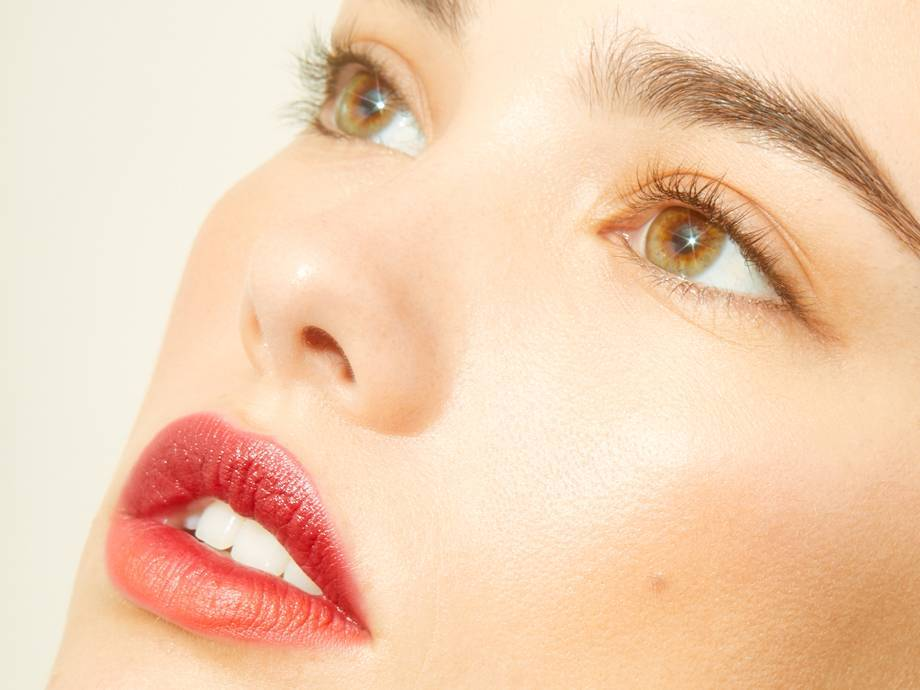For Glowy Skin, Try This Cold Weather Makeup Routine for Winter