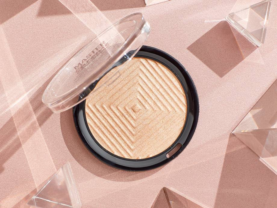 "6 Glass Skin Highlighters That Will Make You Say ""Damn!"""