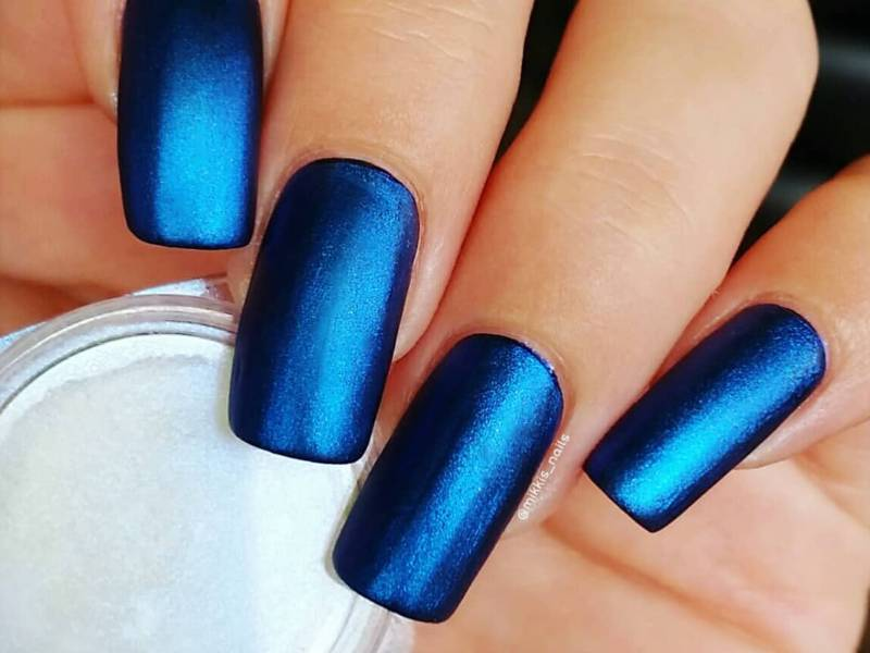 velvet-chrome-nails