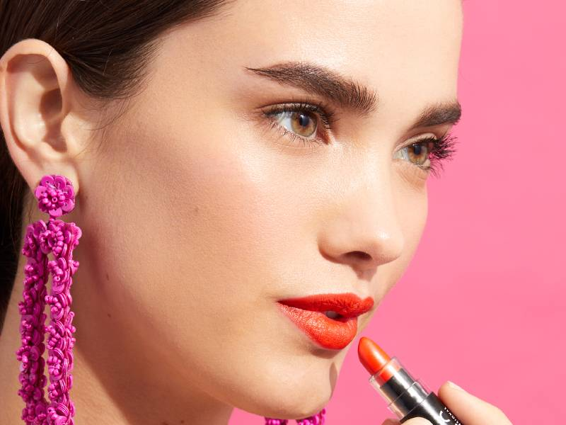 This Hack for Fixing Dry Lipstick Is a Game-Changer