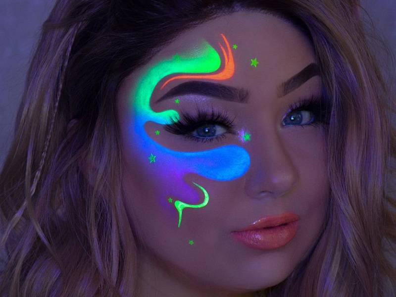 Glow In The Dark Makeup Looks For
